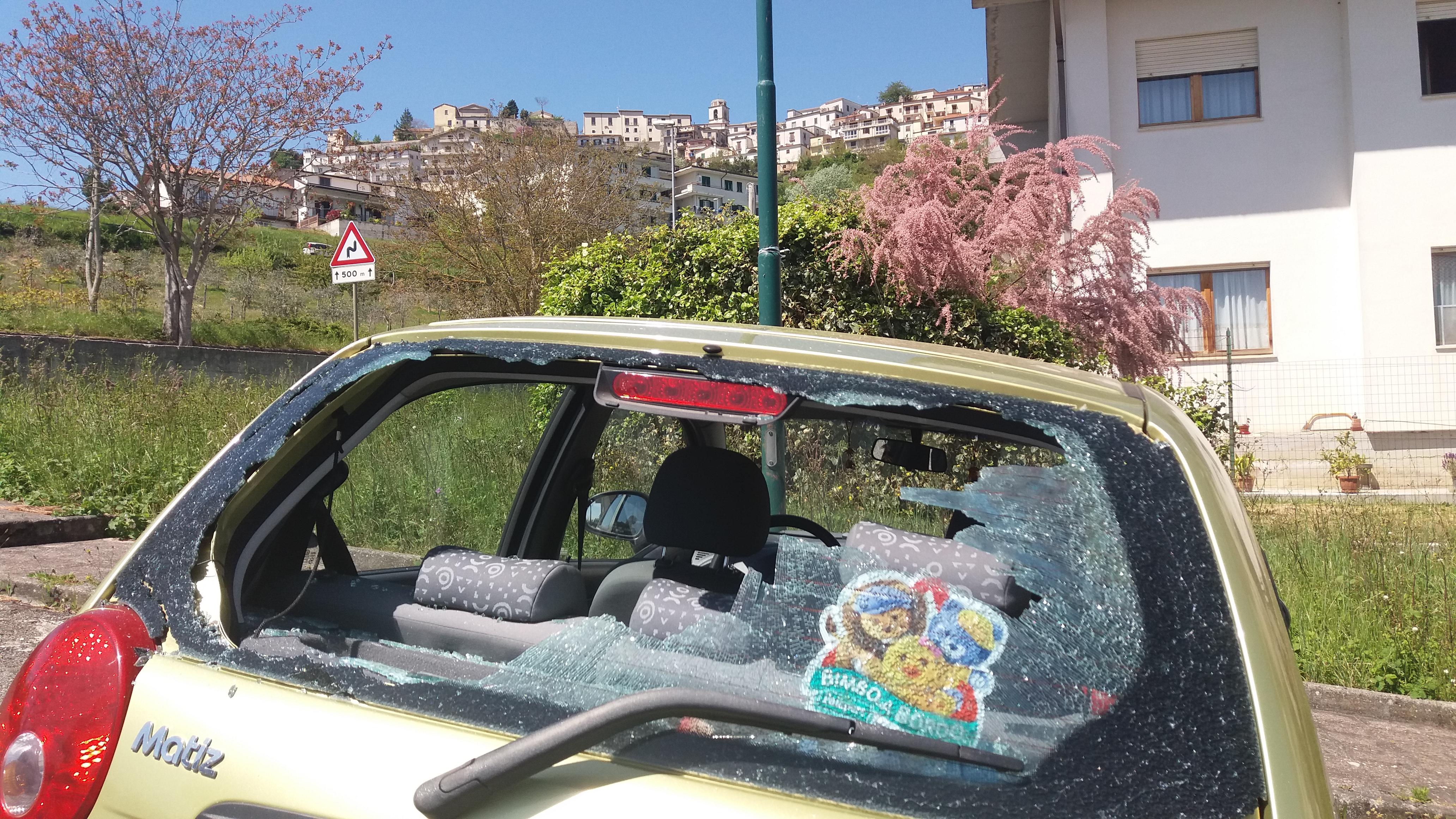 Montefusco| Danneggia otto auto con un bastone, arrestato un marocchino