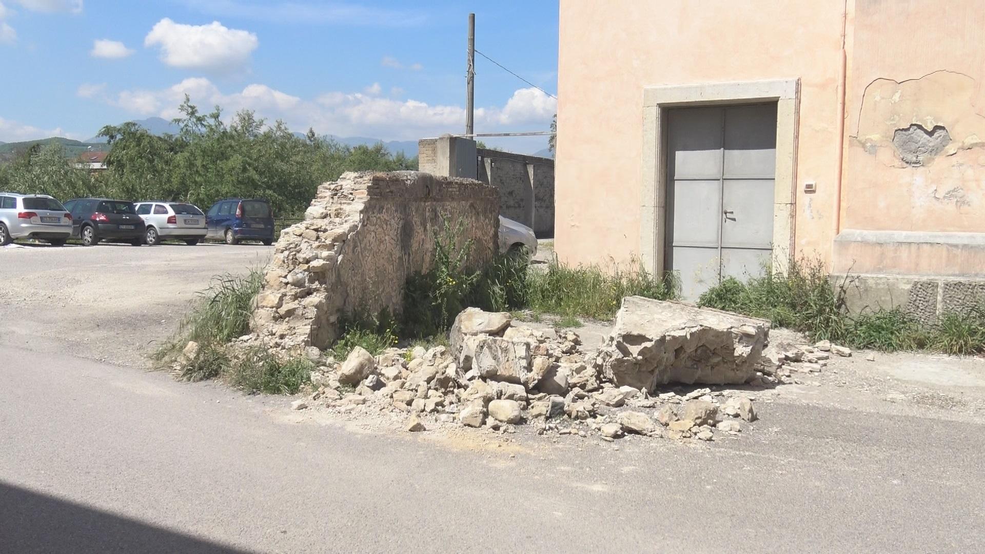 Benevento| Muro crollato in via Appio Claudio tra indifferenza e…incuria