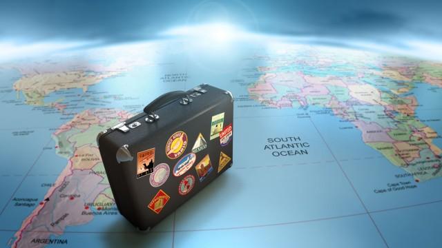 Estate, tempo di truffe per viaggi e anziani