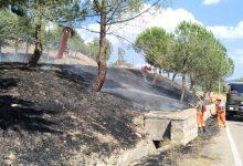 Incendi in Irpinia, fiamme vicino la ferrovia: allarme a Montoro