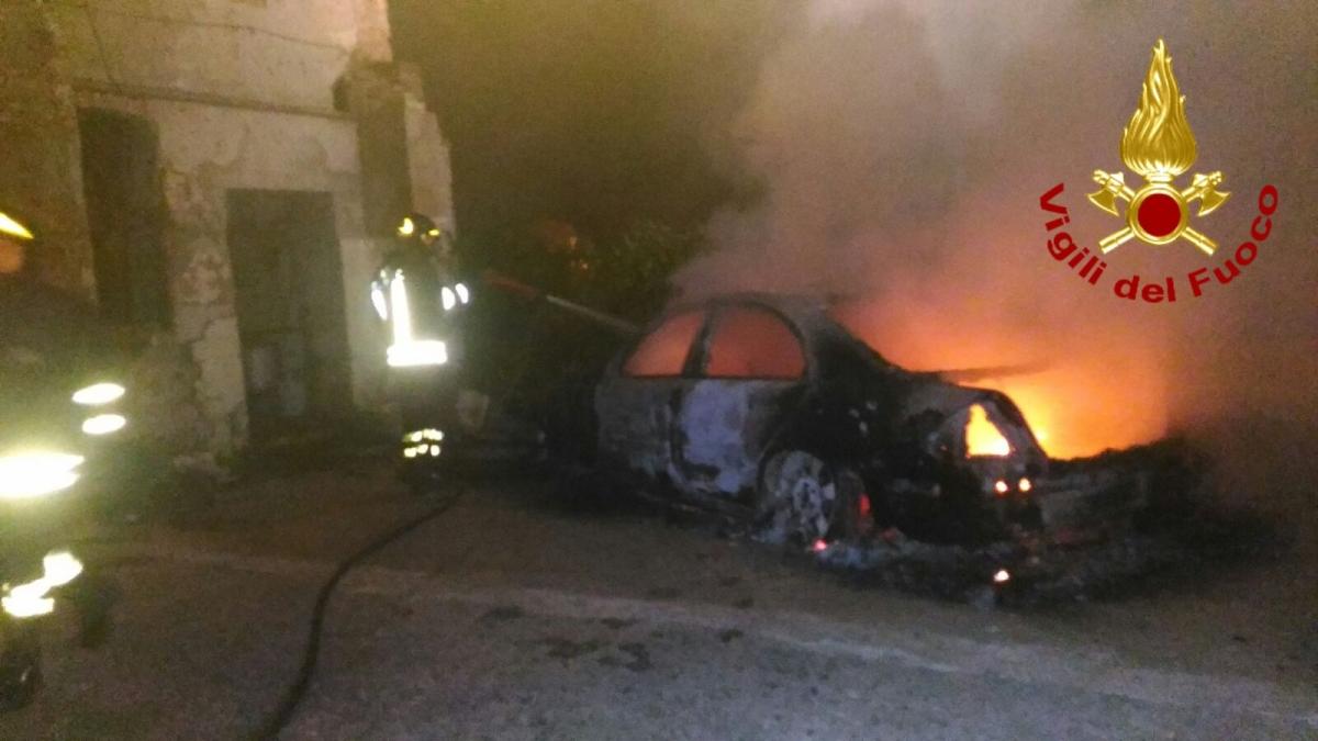 Attentato a Cervinara, incendiata auto di imprenditore