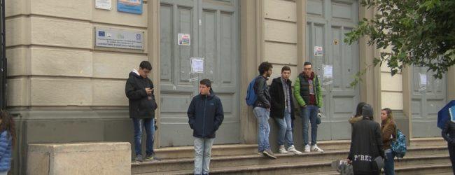 Scuola: oltre 1000 euro di spesa tra libri, astucci, zaini