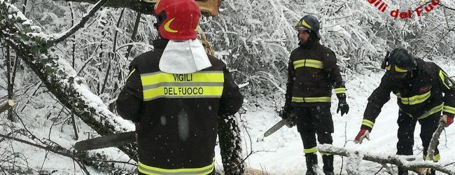 Neve e ghiaccio, disagi in Alta Irpinia. Numerosi gli interventi dei vigili del fuoco