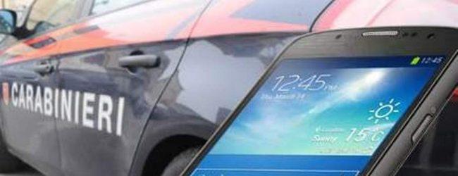Avellino| Utilizzavano uno smartphone rubato in un locale, coppia denunciata dai carabinieri