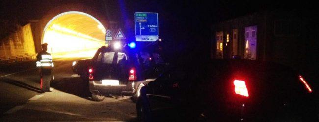 Teora  Ladri in fuga, i carabinieri recuperano auto rubata e attrezzi da scasso