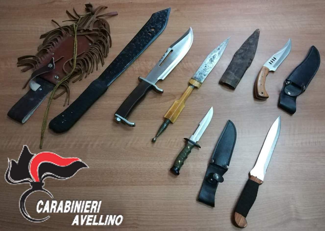 Baiano  Un machete, 5 pugnali e una banconota falsa: nei guai 45enne