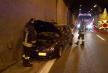 Solofra| Auto sbanda sotto la galleria, conducente ferito: intervento dei pompieri