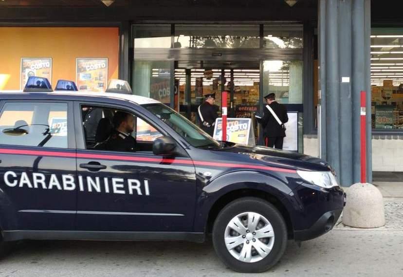 Mirabella Eclano  Ruba costosi capi di abbigliamento in un negozio, nei guai giovane serbo