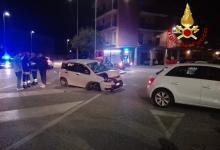 Avellino| Auto finisce su due veicoli in sosta, ragazzo ferito in ospedale