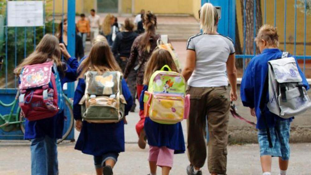 """Scuole, De Luca: """"Da lunedì scuole elementari in presenza"""""""