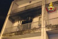 Lioni| Fiamme in un appartamento, i vigili del fuoco salvano un'anziana