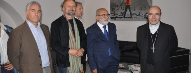 "Benevento| L'artista Alfred Mirashi Milot dona al Museo Arcos una sua opera ""Equilibrio"""
