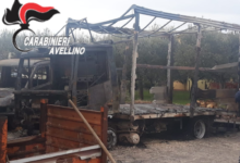 Mirabella Eclano| Incendio in un deposito di pellet, distrutti due automezzi