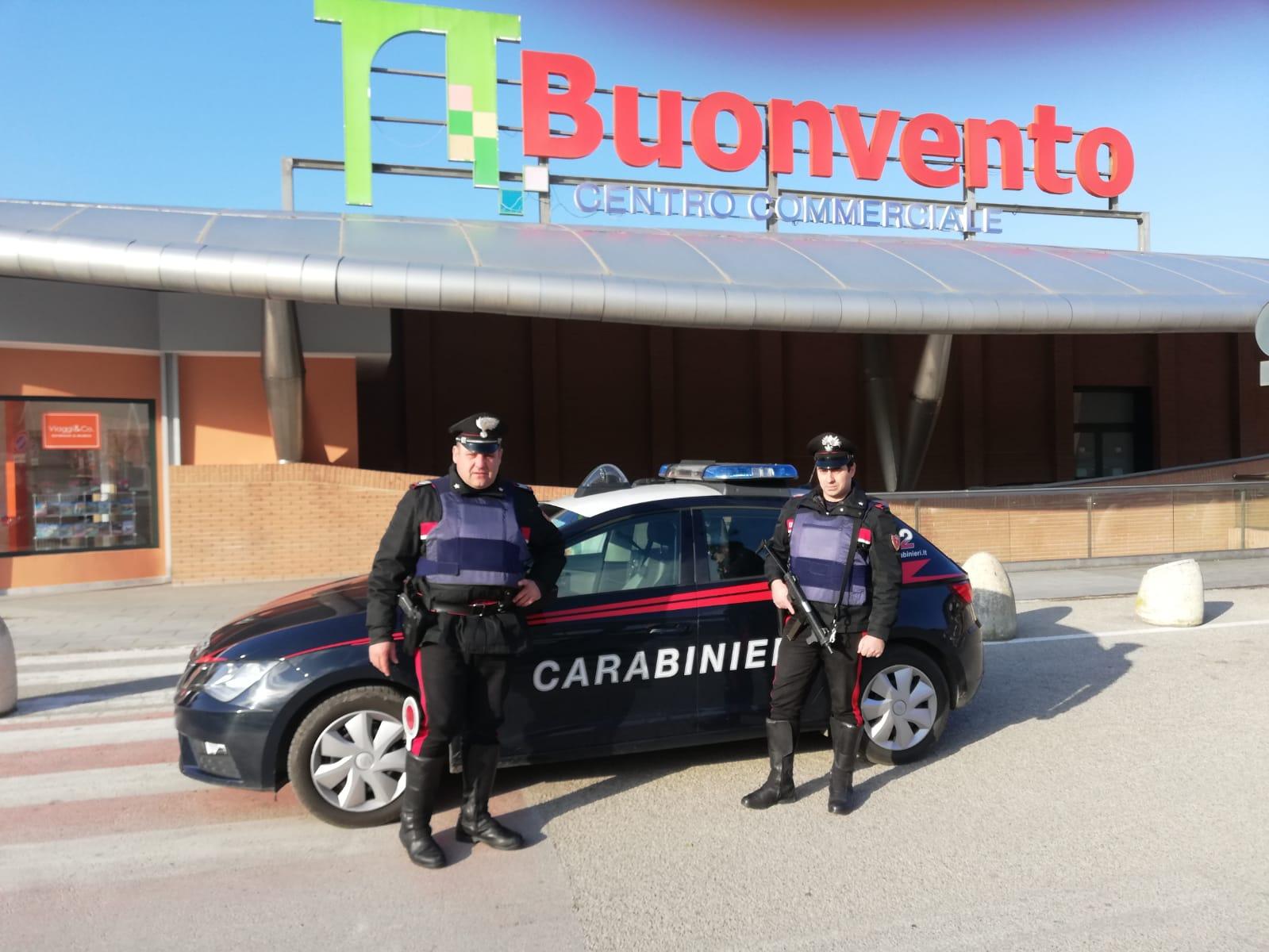 Benevento  Incendiano pneumatici e tentano furto alla gioielleria del centro commerciale Buonvento
