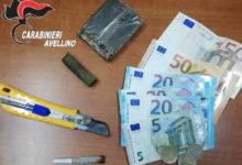Montoro| Sorpreso con 100 grammi di hashish e uno spinello acceso, arrestato 40enne