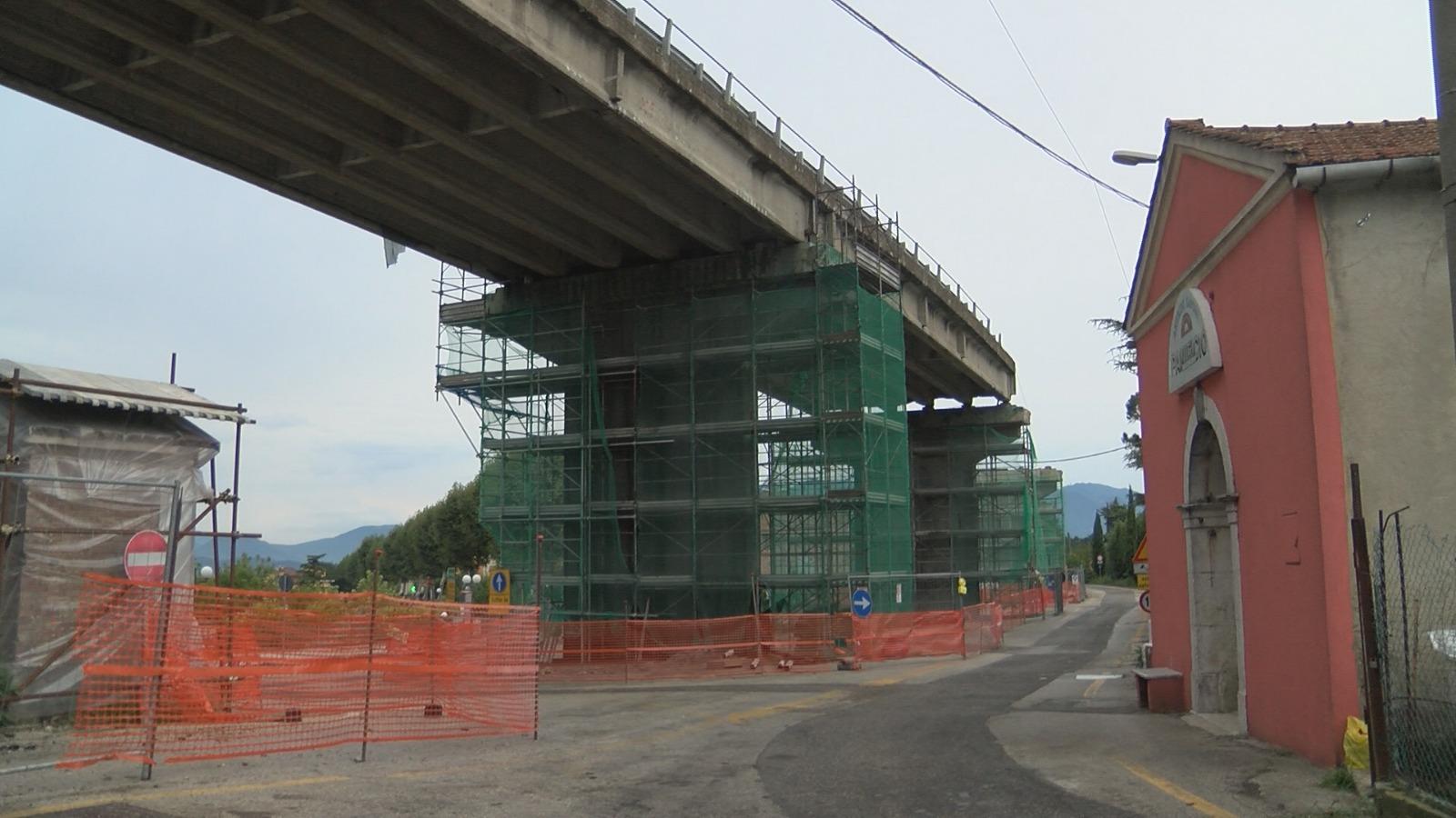 Ponte di Parolise, si lavora giorno e notte . A dicembre la consegna dei lavori