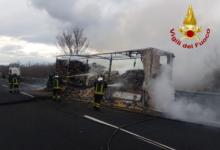 Baiano| Rimorchio carico di pasta prende fuoco, paura sull'A16 per l'autista del tir