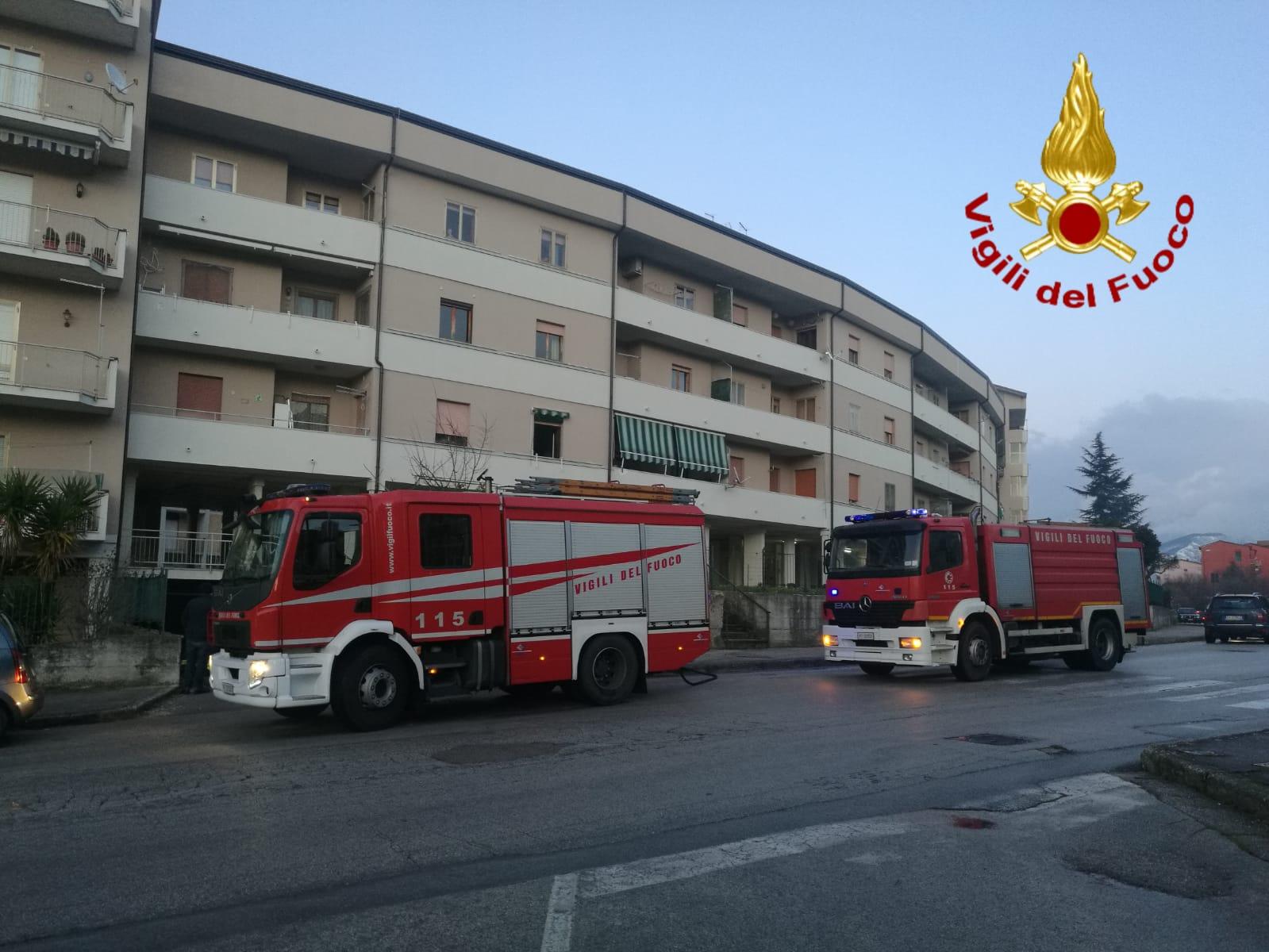 Avellino|Incendio in un garage a Rione Mazzini, sul posto 2 squadre dei vigili del fuoco