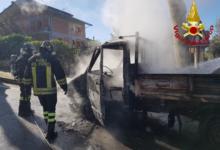 Parolise| Autocarro in fiamme lungo il percorso alternativo alla statale, veicoli in coda