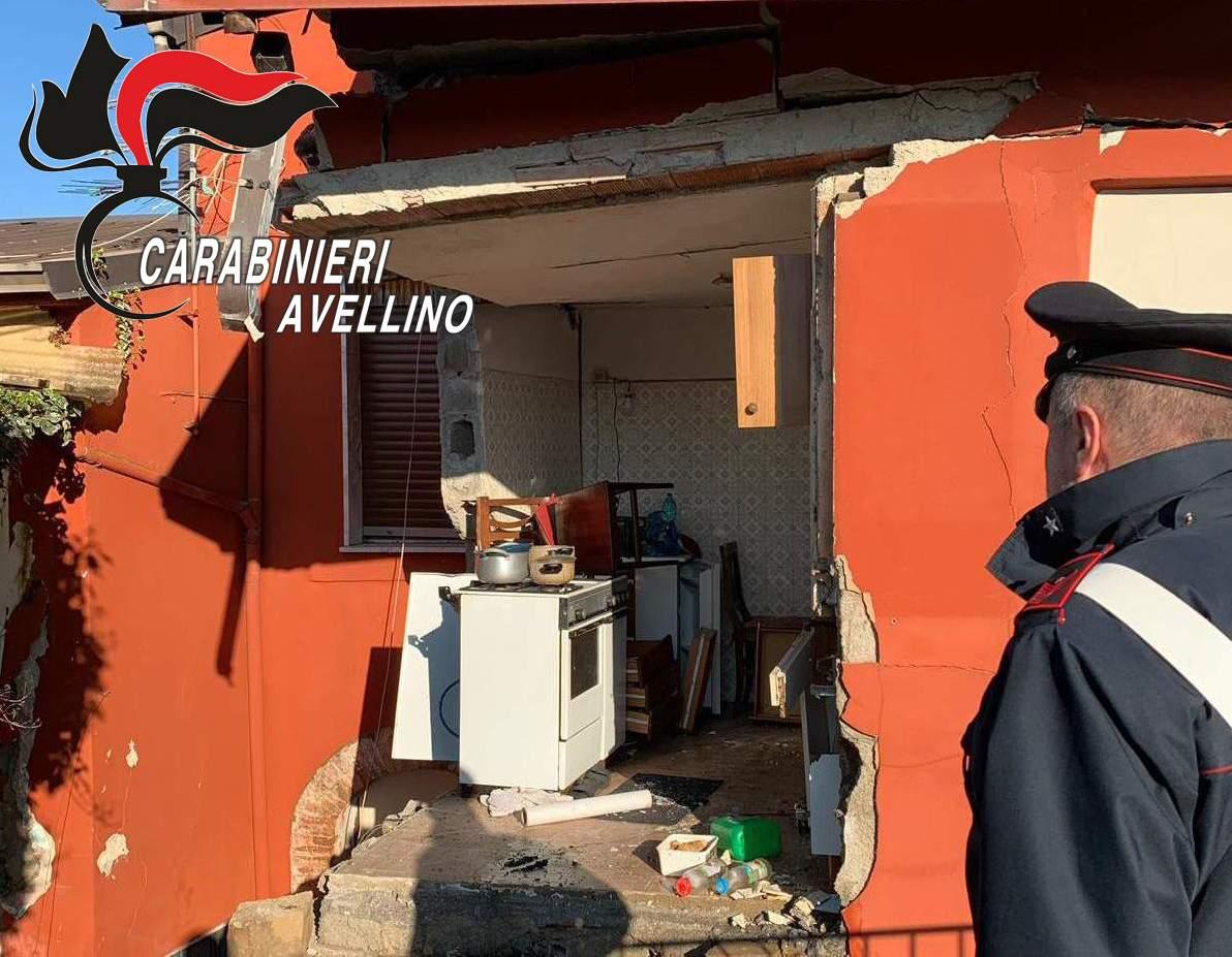 Grottolella| Esplosione in un'abitazione, 22enne estratto dalla macerie. Ora è al Centro Grandi Ustionati