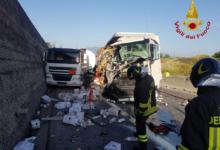 Montemiletto| Tir contro autocisterna sull'A16, grossa perdita di gasolio e autostrada chiusa