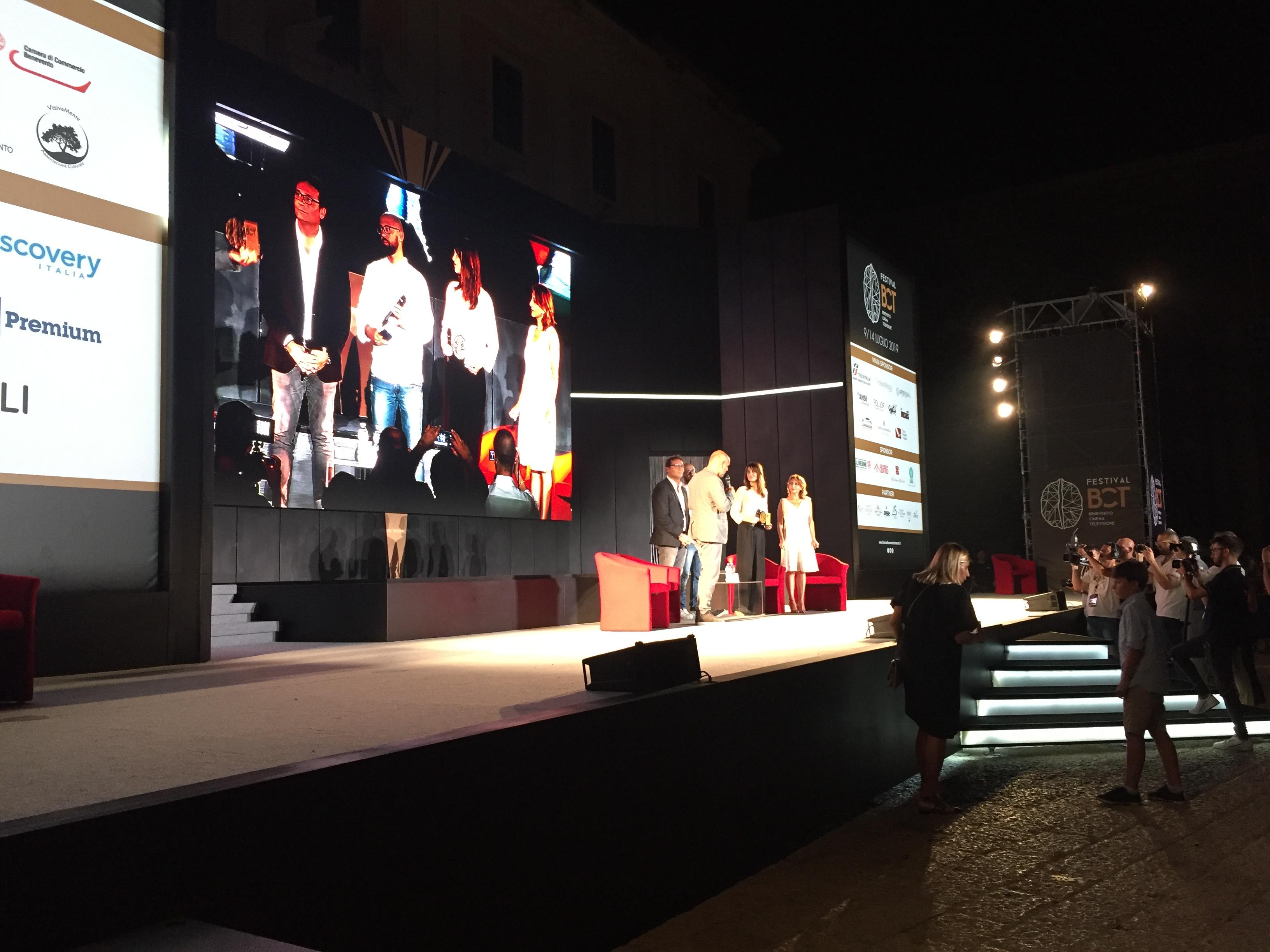 Benevento| Polvere di stelle sul BCT. La simpatia della Cortellesi illumina Piazza Roma