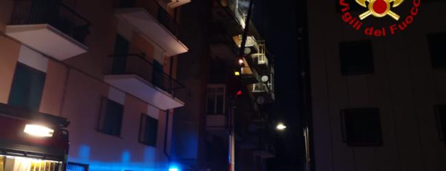 Avellino| Fiamme in un appartamento di Borgo Ferrovia, vigili del fuoco ancora al lavoro