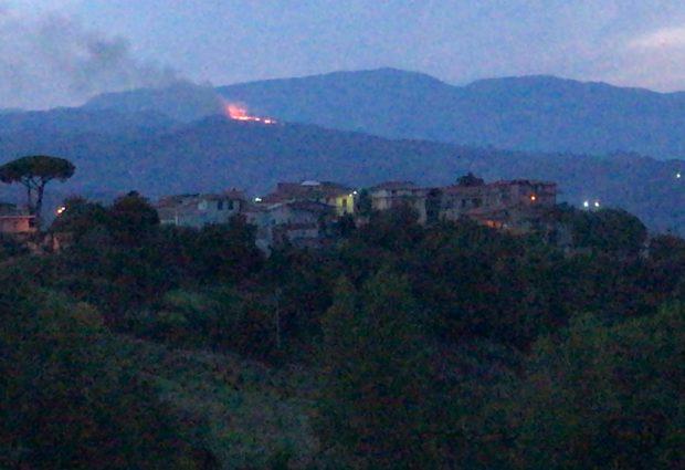 Fiamme nel Sannio, incendio a Montemauro