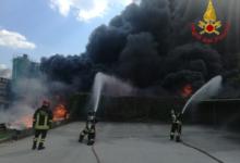 Avellino| Incendio alla Ics di Pianodardine domato, evacuate 3 abitazioni e alcune fabbriche. Domani molte scuole chiuse