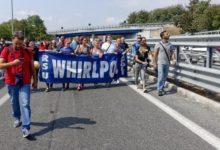 Whirlpool chiude, gli operai bloccano la Napoli-Salerno. La Cgil: in Irpinia 200 famiglie senza reddito
