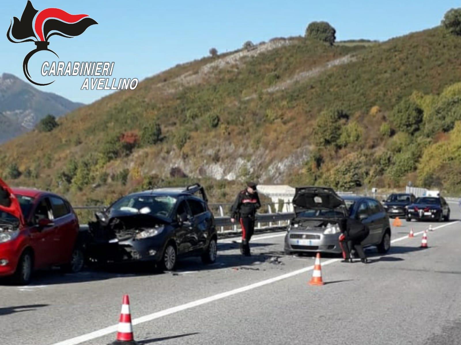 Montemarano  Tragedia sulla statale 7 bis, si fermano a soccorrere un automobilista e vengono investiti: morti 2 uomini sbalzati giù dal ponte