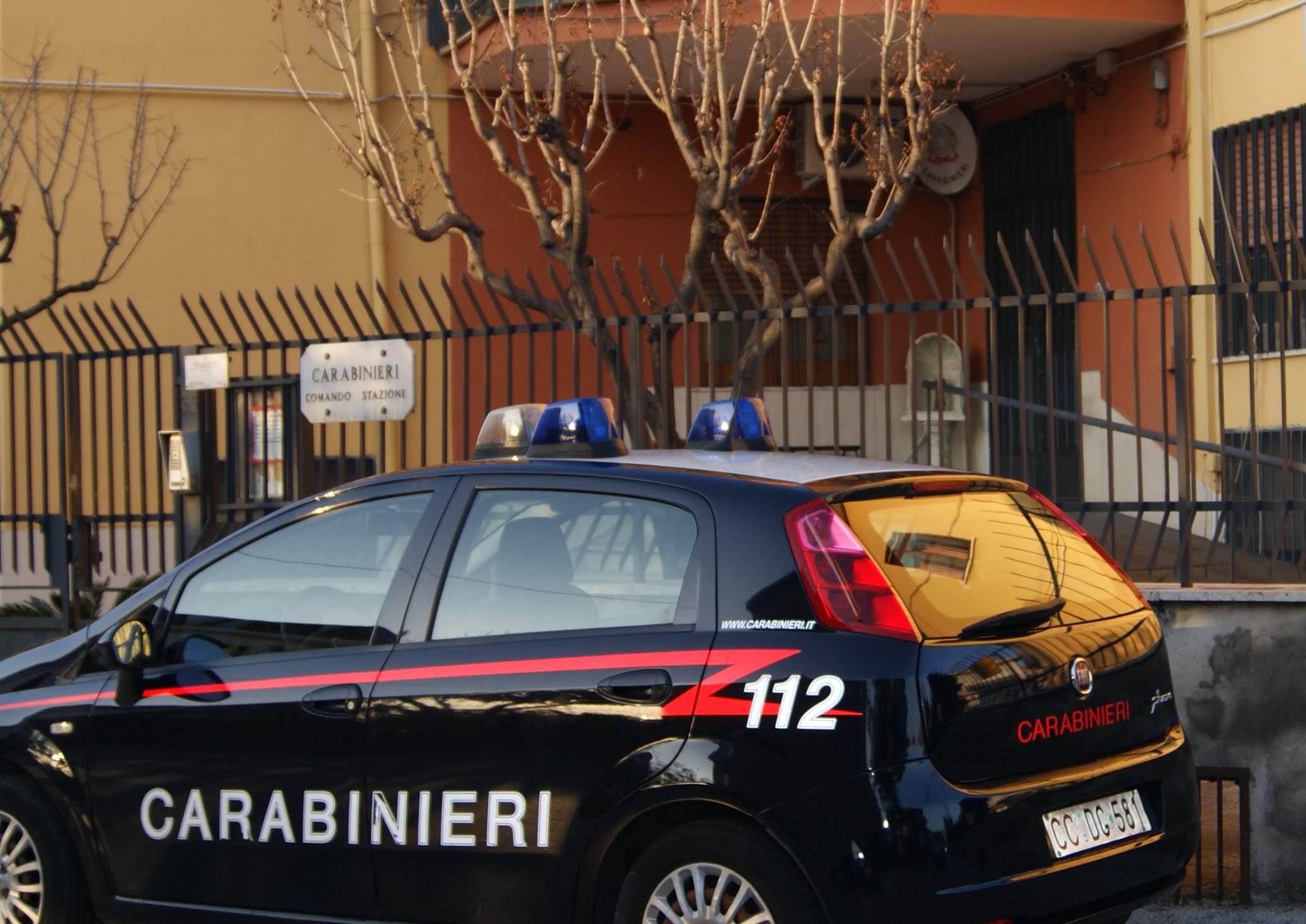 Aggredisce la madre per estorcerle denaro: arrestato 40enne di Sperone
