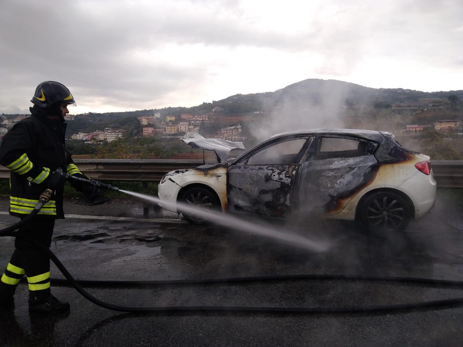 Ponte| Auto in fiamme sulla 372 Telesina: un ferito