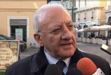 Aversa| Terra dei fuochi: attivisti lanciano rifiuti contro il Presidente De Luca