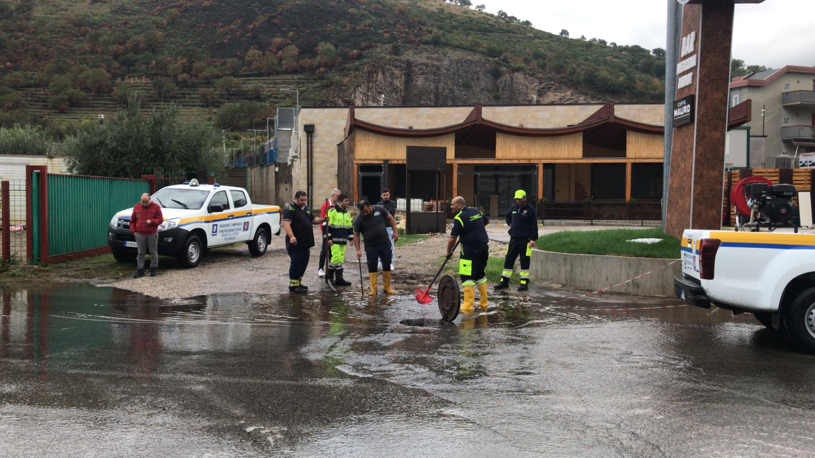 Emergenza maltempo in Campania, situazioni critiche nell'area Sarnese. Due case isolate in Irpinia
