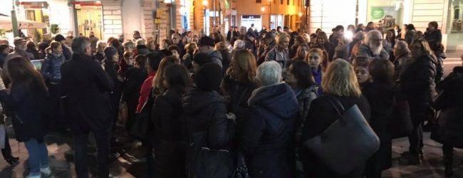 Maestra aggredita, Benevento scende in piazza