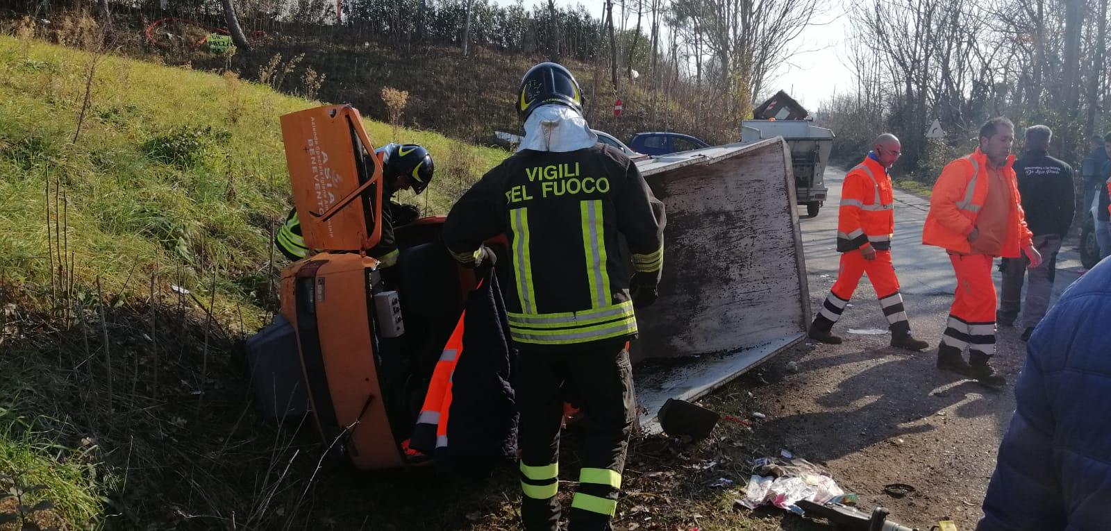 Benevento| Scontro mezzo dell'Asia e furgone, donna trasportata in ospedale