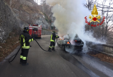 Auto in fiamme sui tornanti, paura per una famiglia diretta al Santuario di Montevergine