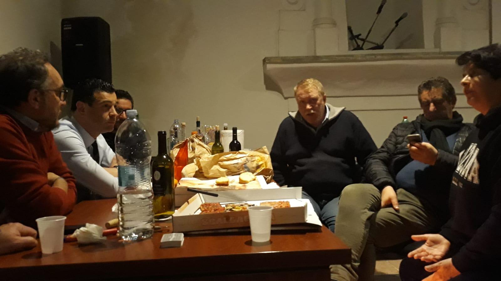 Montefredane| Notte in branda nella sala consiliare, la solidarietà di Festa agli operai Novolegno