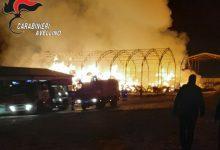 Ariano Irpino| In fiamme azienda agricola a Camporeale, vigili del fuoco al lavoro  per ore per spegnere l'incendio<span class='video_title_tag'> -Video</span>