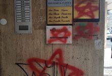 Avellino| Simboli delle brigate rosse davanti alla sede del Pd, Cennamo: non ci lasciamo intimidire