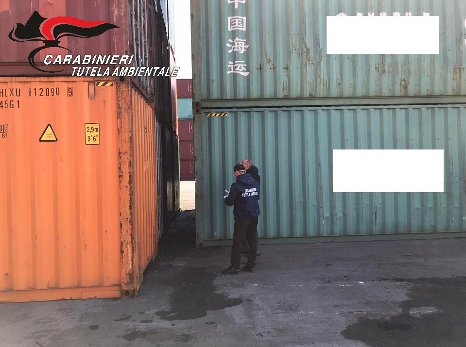 I Noe sequestrano 28 container di rifiuti nel porto di Salerno provenienti dalla Bulgaria, in parte erano stati spediti dall'Irpinia