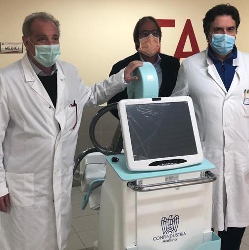 Ariano Irpino| Covid-19, Confindustria consegna un'unità radiografica mobile al Frangipane