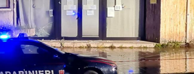Avellino  Bomba carta davanti al Centro per l'Impiego, vetrina in frantumi