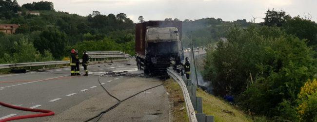 Pontelandolfo| S.S 87: esplode pneumatico, si incendia camion. Nessun ferito