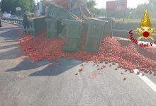 Atripalda| Tir perde carico di pomodori: disagi sulla SS 7 BIS