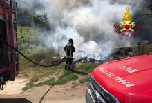 Prata Principato Ultra| In fiamme rifiuti abbandonati e scarti di potatura, intervento dei vigili del fuoco