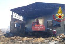 Montecalvo Irpino  Incendio nel deposito di rotoballe, intervento dei vigili del fuoco in corso da giovedì notte