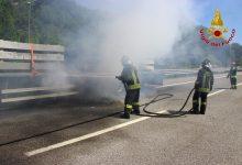Autotreno in fiamme, paura sull'A16 Napoli-Canosa