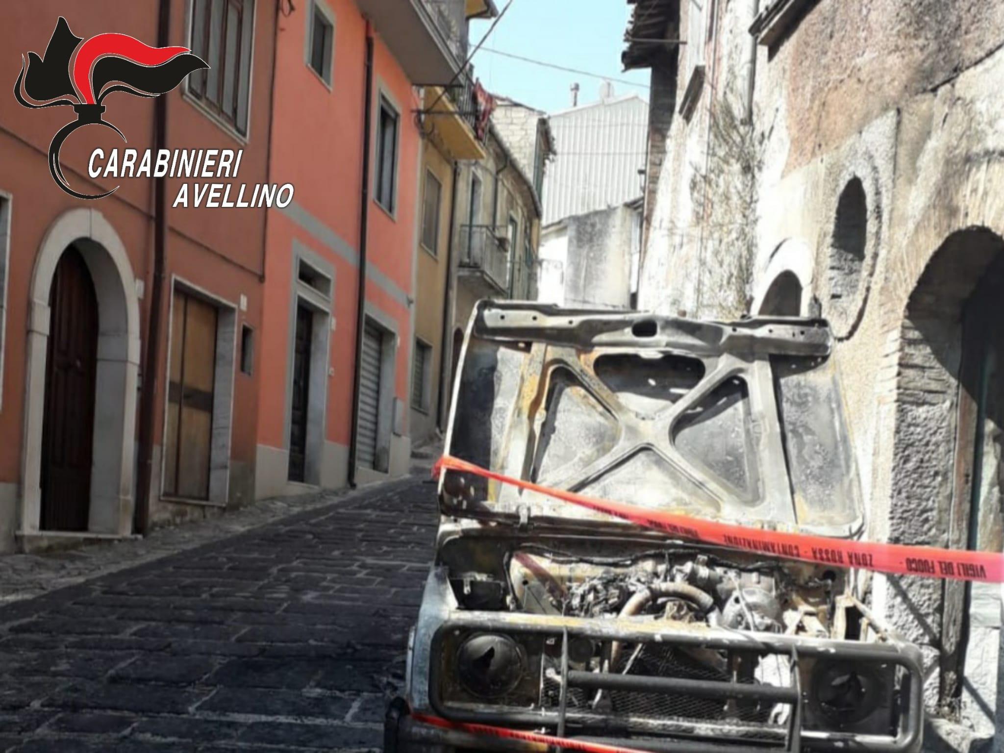 Volturara Irpina| Suzuki Samurai in fiamme nella notte, danneggiata anche la linea elettrica